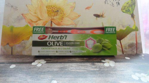 Зубная паста Dabur Herb'l (Дабур Хербл) с оливой + щетка, 150гр