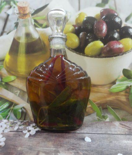Масло оливковое с розмарином, мятой и перцем, 0,75л